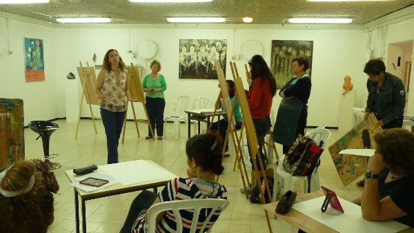 ללמוד לצייר בסטודיו או באנטרנט